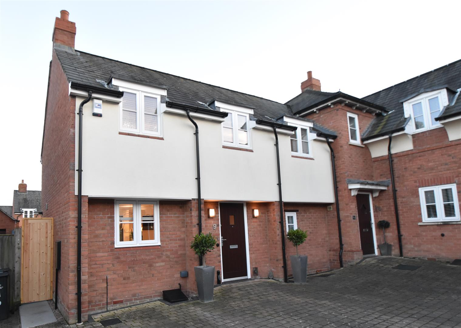 3 Bedrooms Semi Detached House for sale in Salters Court, Droitwich Spa